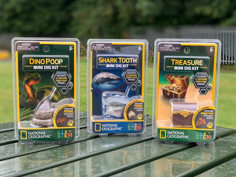 National Geographic™ STEM mini dig packs