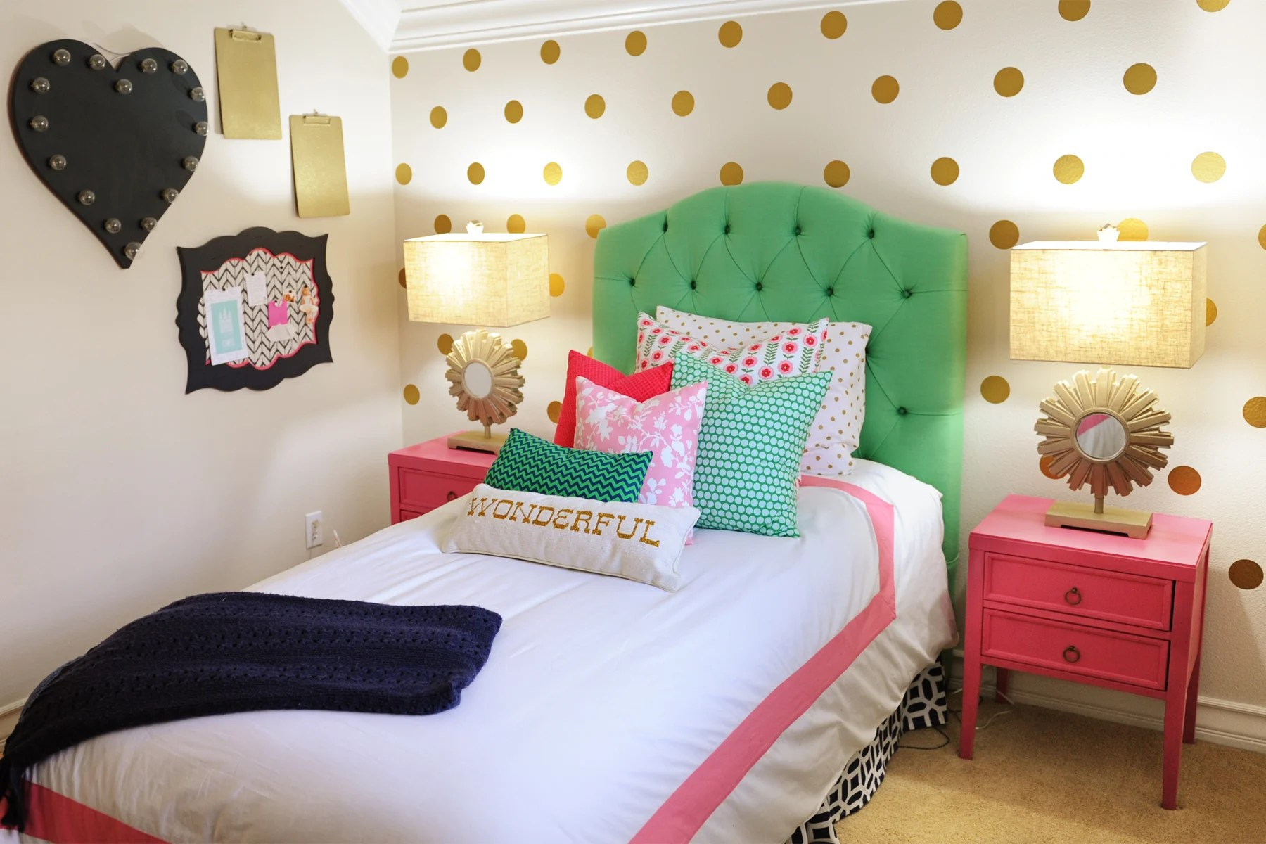 Tween Girl Bedroom Preppy Design / Decor Ideas (Pink, Navy ...