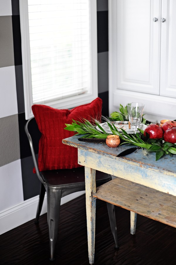 how to set a beautiful holiday table 1