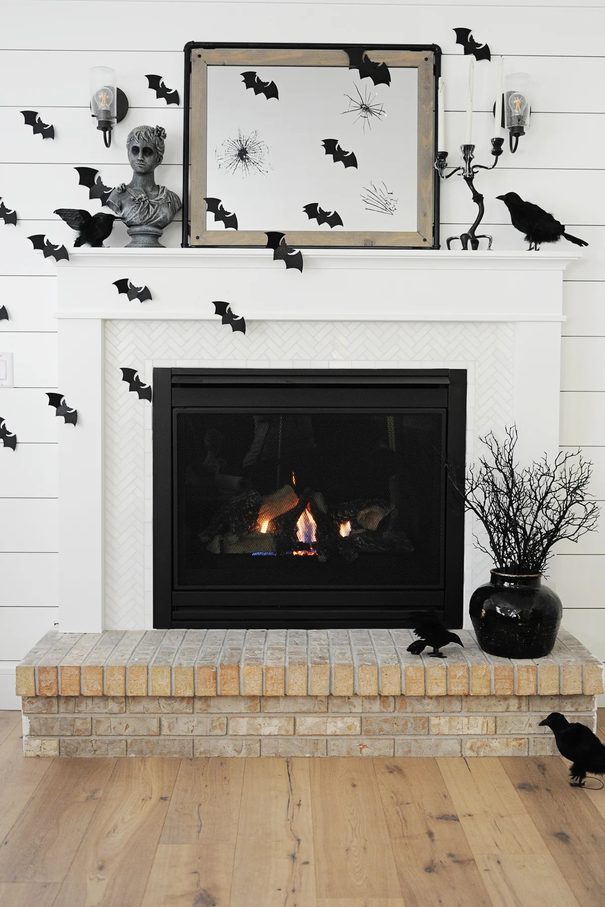 Halloween mantel decor 4