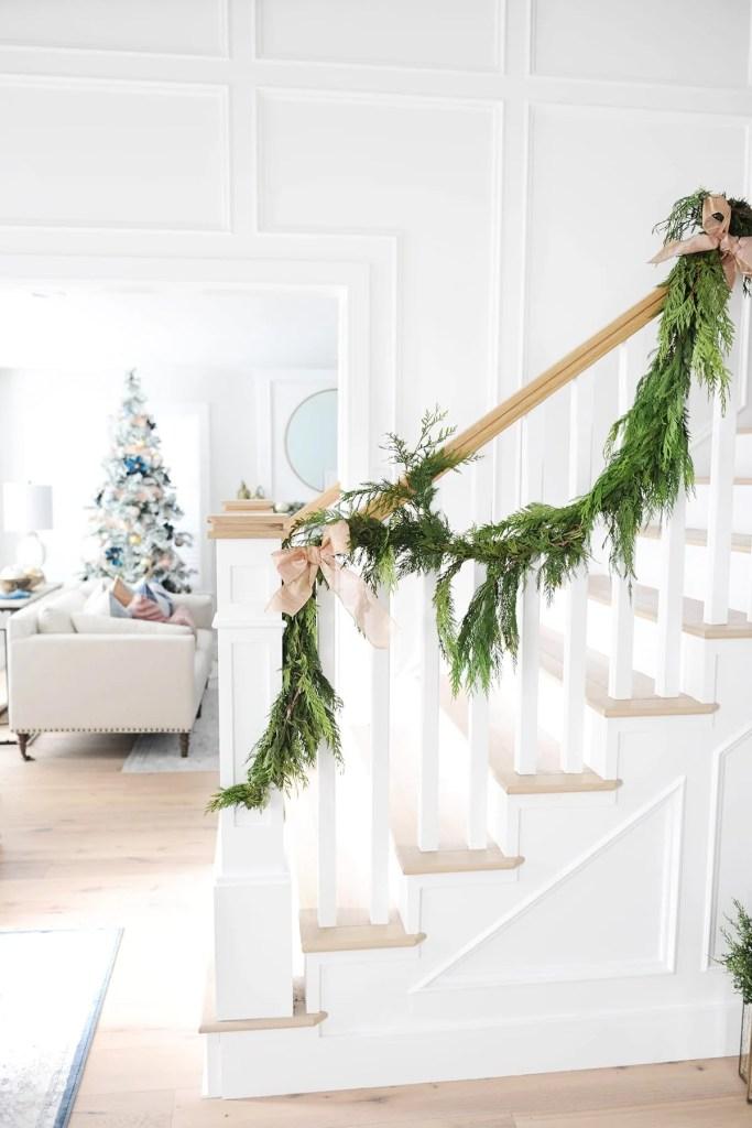 Easy Christmas Entry Way Decor Ideas