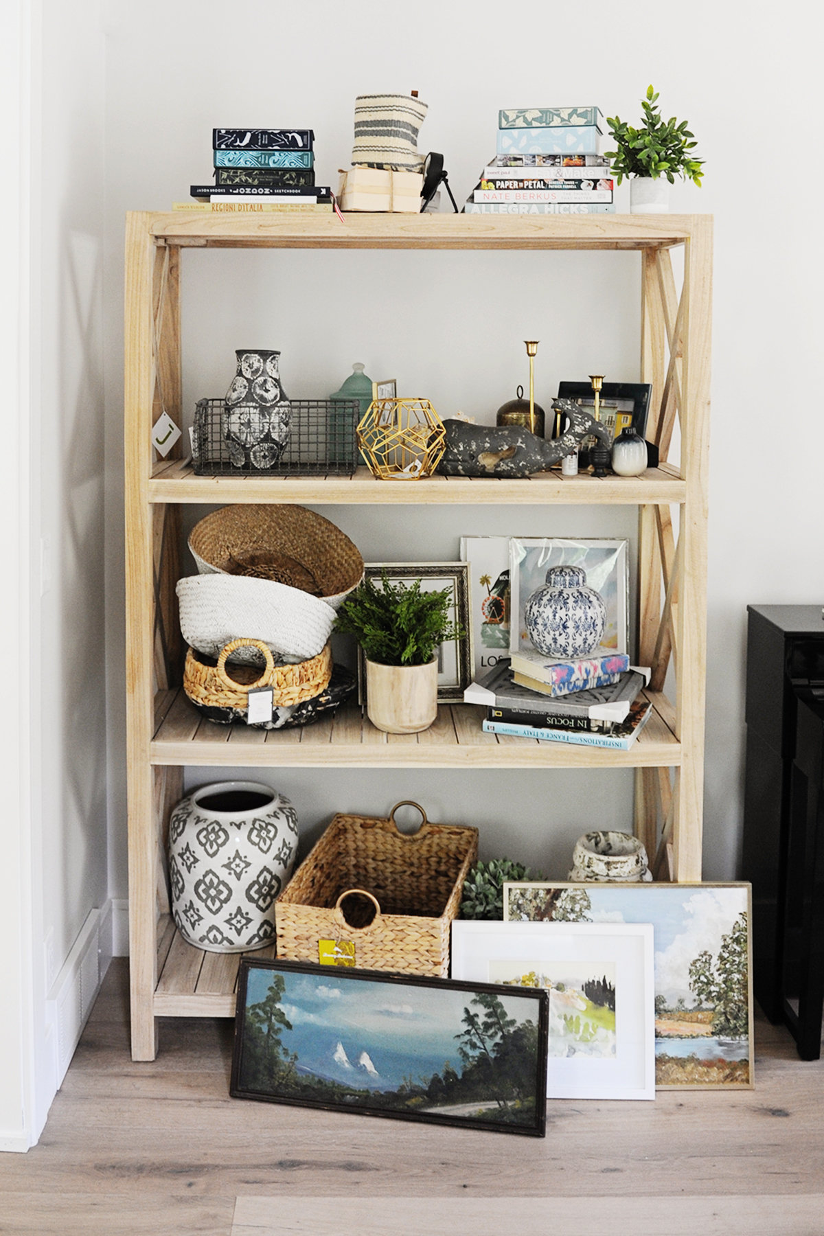 How to decorate shelves
