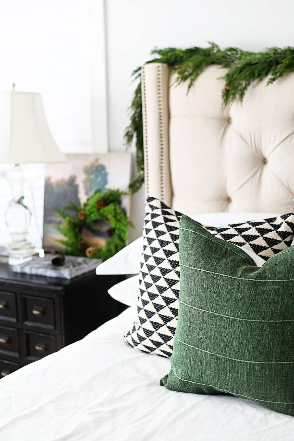 15 Beautiful Christmas Room Ideas : Our Christmas Bedroom Decor