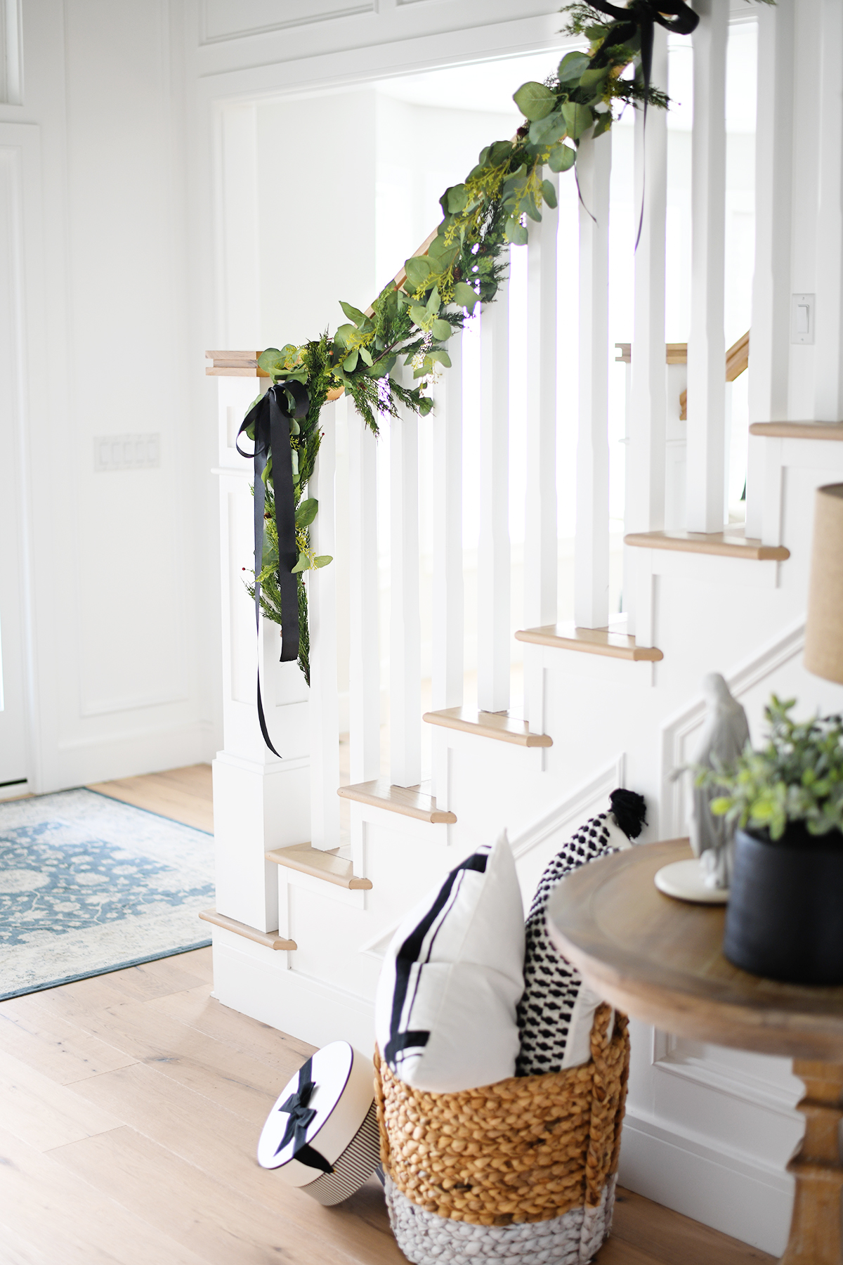 Chrsitmas entry way decorating ideas
