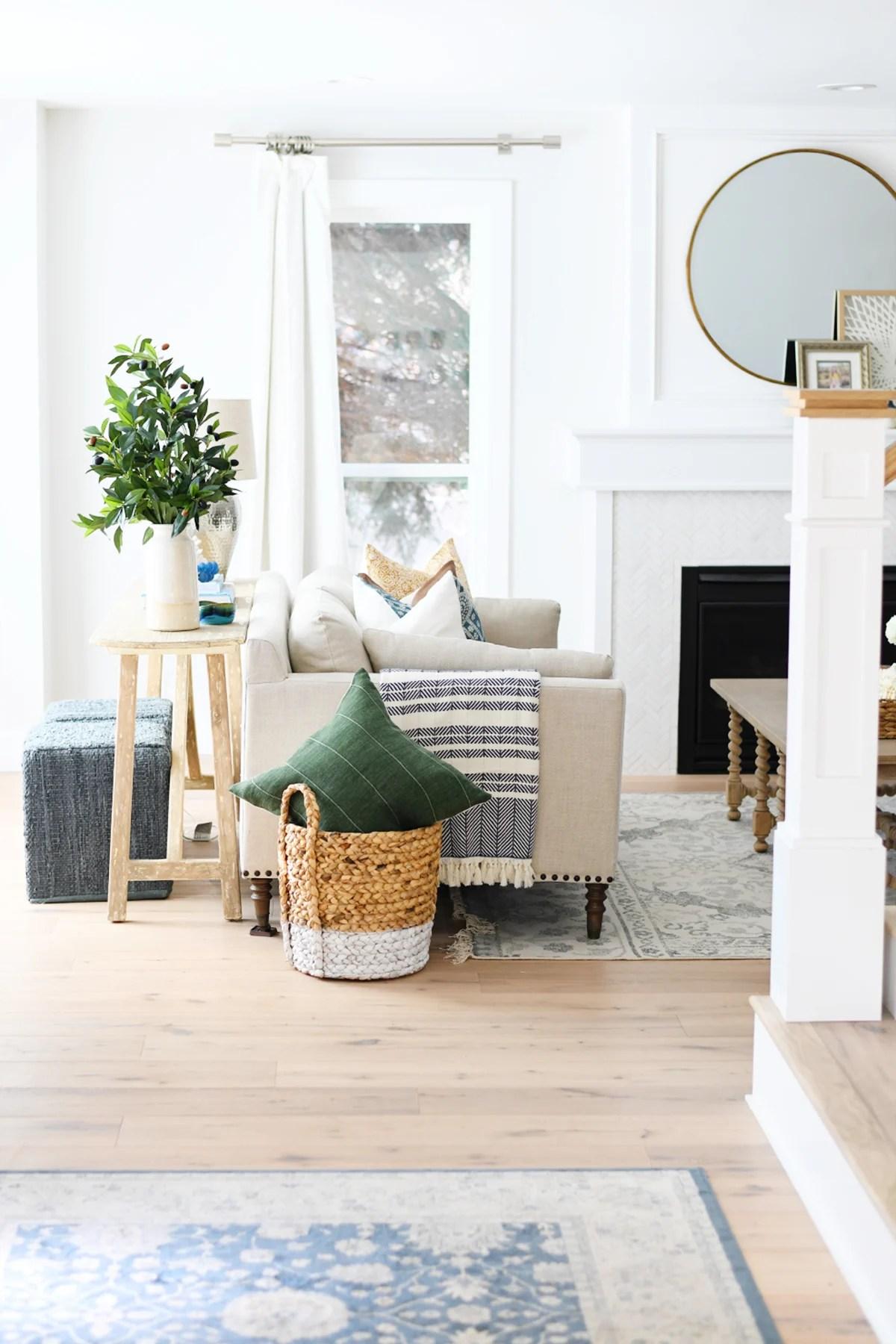 30 Gorgeous Spring Living Room Ideas & Decor