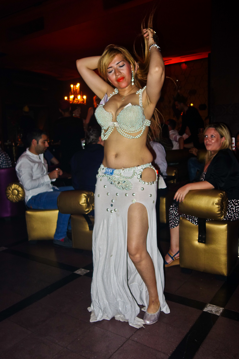 Dancer at Comptoir Darna, Marrakech