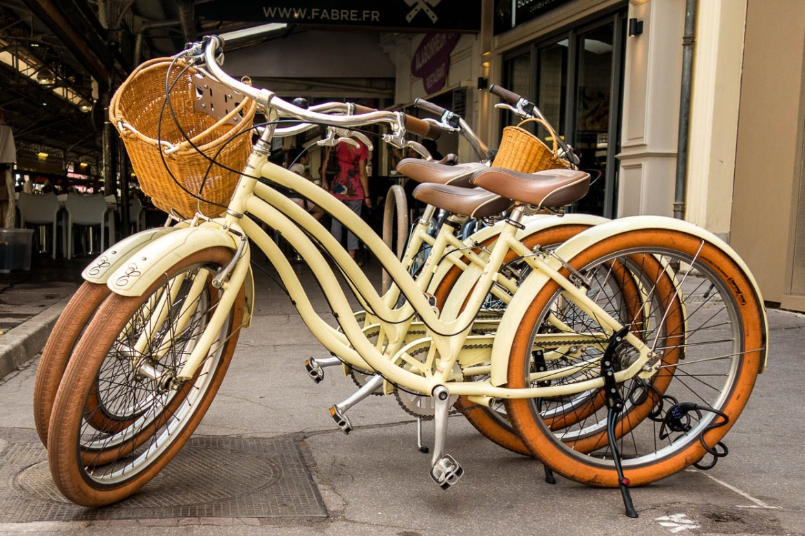 Vintage-style bicycles in Antibes