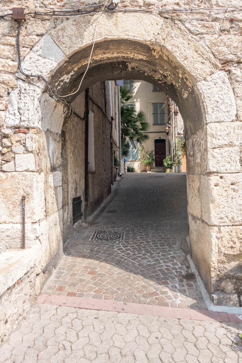 Arch leading to pretty streets in Antibes