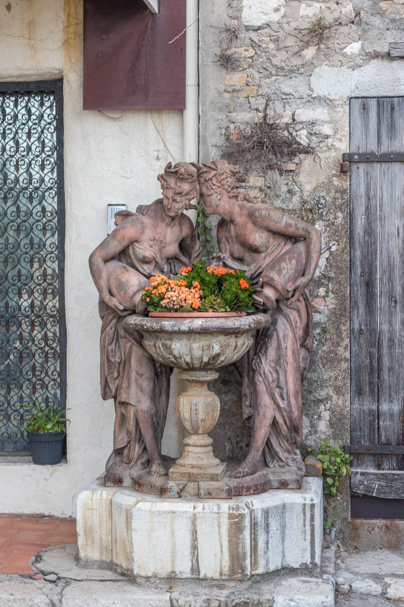 Whispering statues with flowers, Antibes