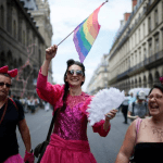 France Eyes legalising Assisted Reproduction for Gay Women in 2018