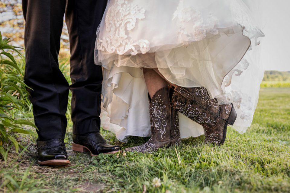 Wedding at The Waumandee House | Dori + Logan | Pink Spruce Photography - Waumandee, WI Wedding Photographer