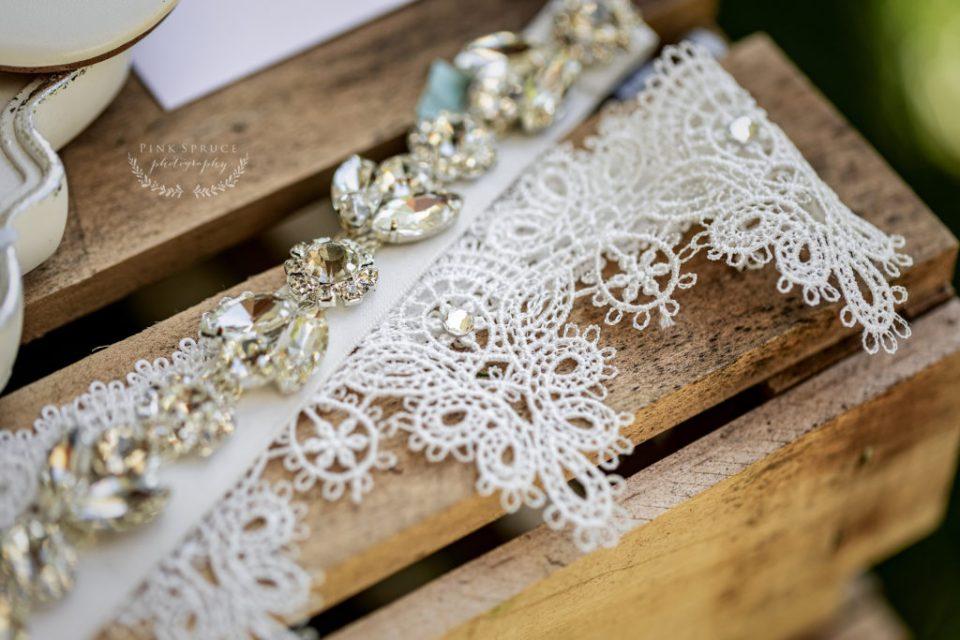 Winnebago Springs Wedding Garter Belt · McKennah + Jacob   Minnesota Wedding Photographer