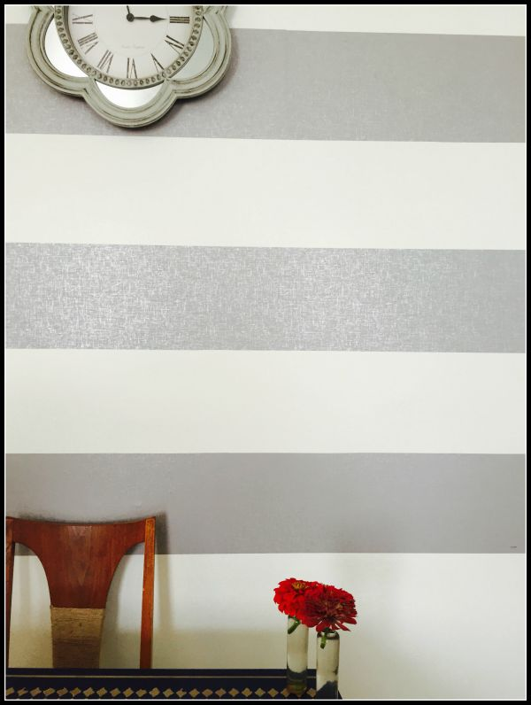 wallpaper stripe wall closeup