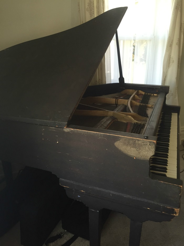 ugly piano that needs painted