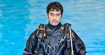 阿部寬化身擁有手銬的潛水員,確定出演明年1月TBS電視劇「DCU」。