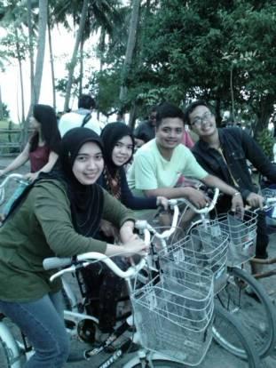 Bersepeda di Tanjung Barat