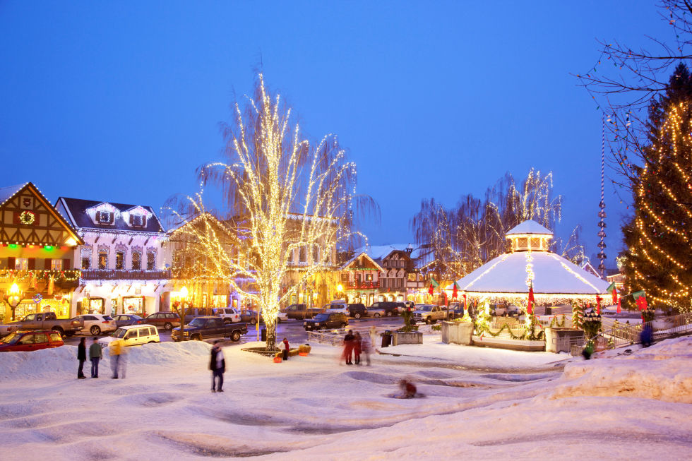 Americas 20 Best Small Towns For Christmas