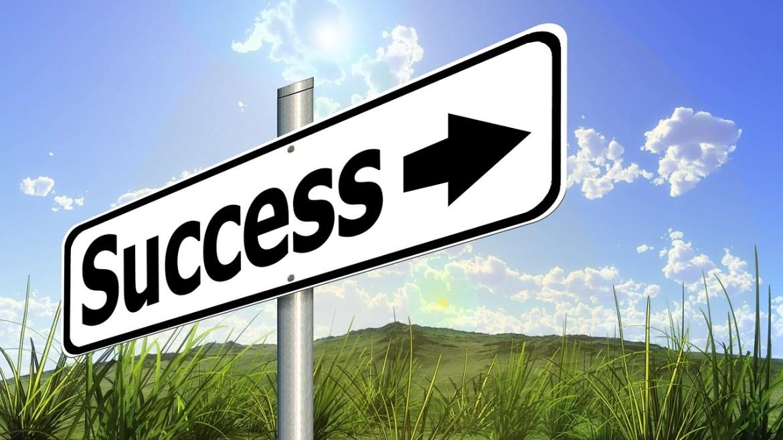 https://pixabay.com/en/success-road-sign-traffic-sign-479568/