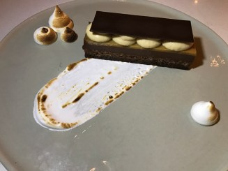 Peanutbutter-chocolate bar with marshmallow fluff