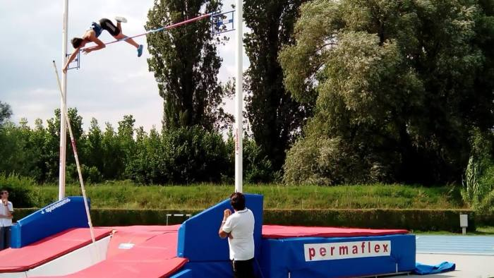 Ernest Obiena clears 4.80m at Rieti, Italy.