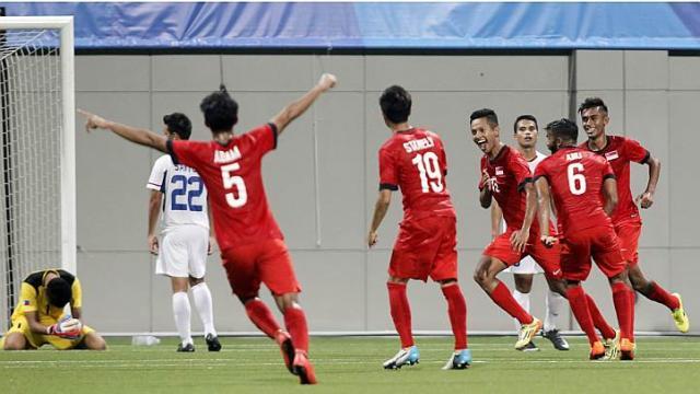 Hadi celebrates his goal.