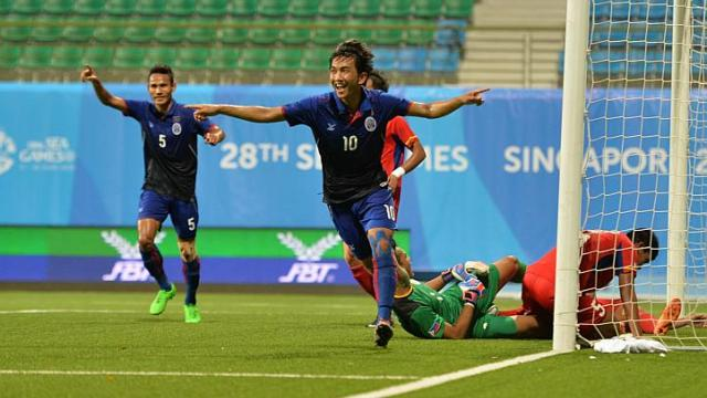 Cambodia's Keo Sokpheng with their second goal. (Screengrab off SEA Games 2015 YouTube)