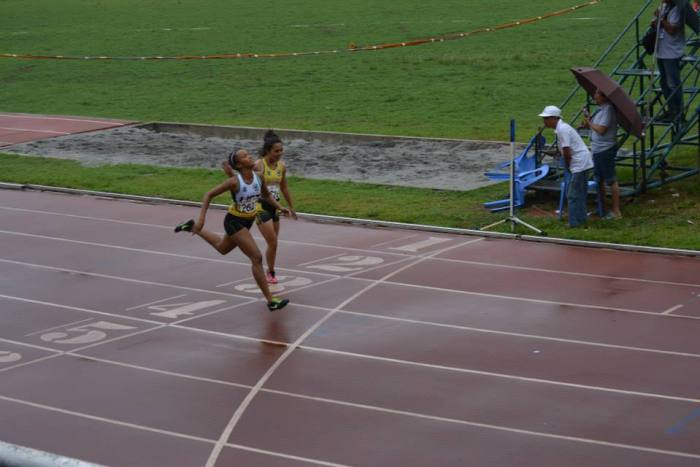 Janario holds off Luzon in the 200 Dash.