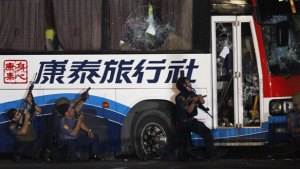 Mediocre Philippine Police take on the bus of the Hostage Taking Drama