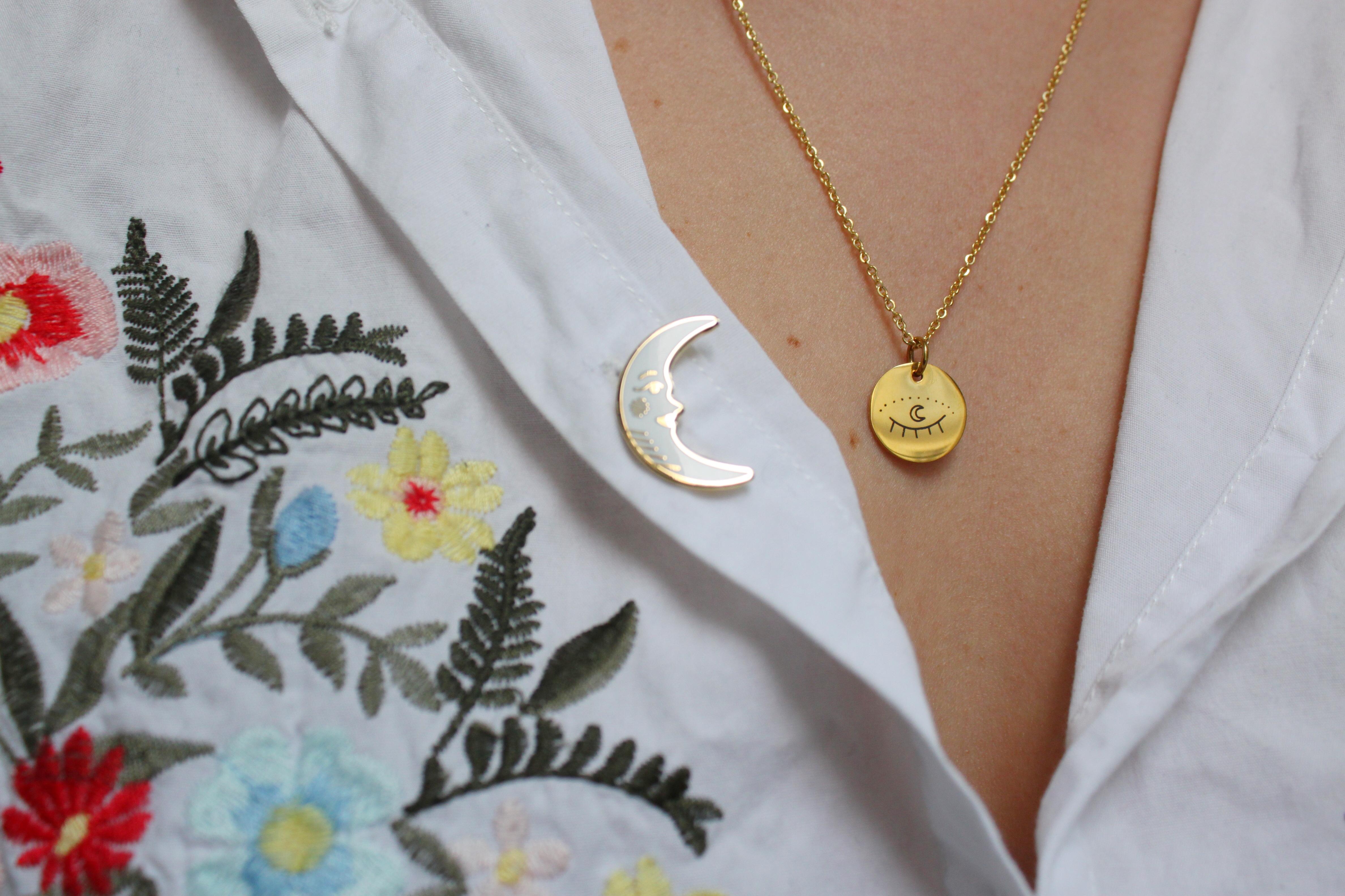 collier oeil médaillon OR + pin's lune