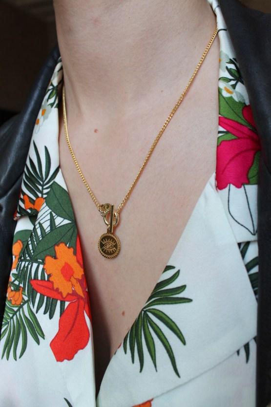 collier oeil spirituel chemise fleurs