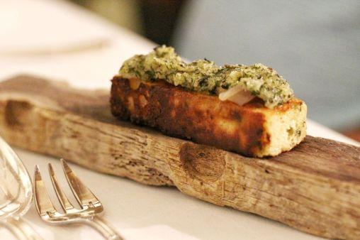 Coquillages et pain moelleux aux algues comme un Méli-Mélo, crème légère de laitue aux herbes et Granny Smith