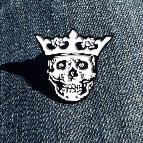 Royal Buttons logo pin - white