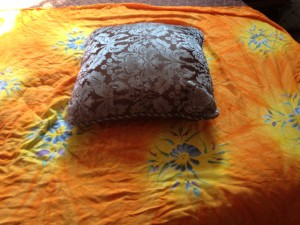 No-Sew Pillow Cover (2/6)