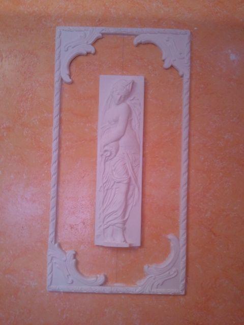 Cuadro y figura de Moldura de Escayola