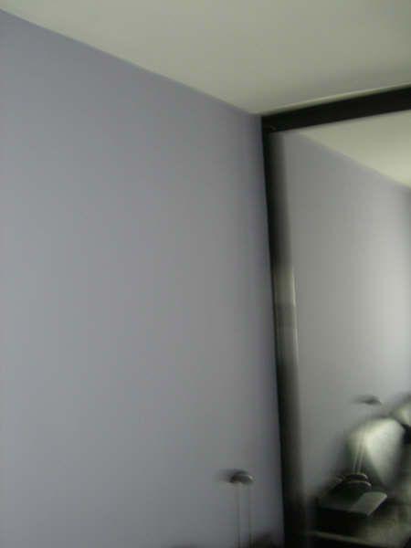 Plastico Color gris claro y morado oscuro