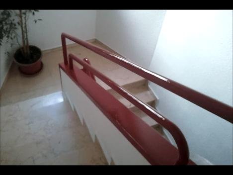 Pintado de barandilla en esmalte rojo - Pinturas Urbano