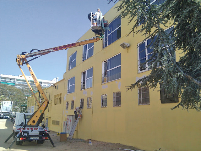 proceso de pintura de edificio