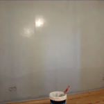 Esmalte al agua color Azul Grisacio en piso de Algete