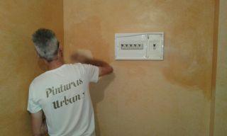 Aplicano Cera Kepi - Pinturas Urbano (1)