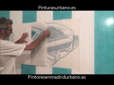 Instalando Vinilo Santiago Bernabeu 1