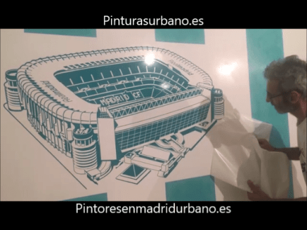 Instalando Vinilo Santiago Bernabeu 6