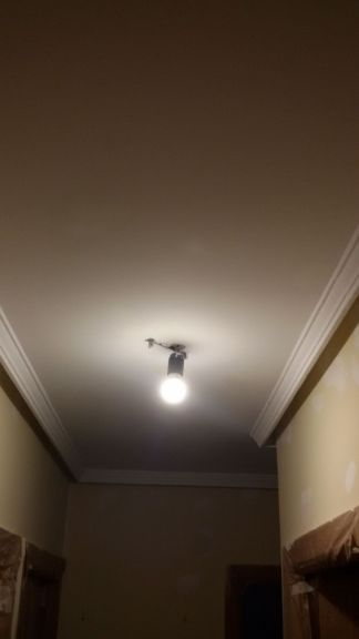 1ª mano de plastico y replastecido en techos y paredes