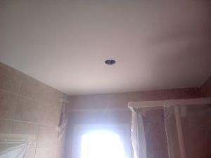 Aplicado 3 manos de Aguaplast en techo wc distribuidor (1)