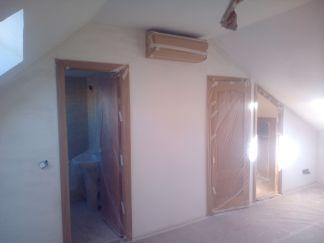 Aplicado 3 manos de Aguaplast en techo y paredes Buhardilla (6)