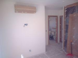 Aplicado 3 manos de Aguaplast en techo y paredes Dormitorio Principal (6)