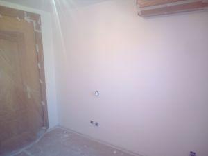 Aplicado 3 manos de Aguaplast en techo y paredes habitacion 1 (1)
