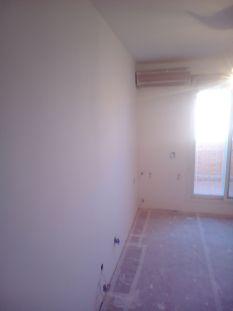 Aplicado 3 manos de Aguaplast en techo y paredes habitacion 2 (4)