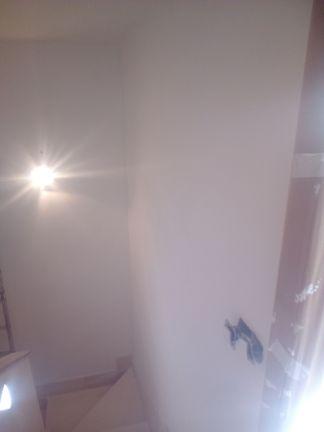 Aplicado 3 manos de Aguaplast en techo y paredes tiro de escalera a buhardilla (15)