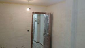 Aplicando 3ª mano de aguaplast fino en paredes salon falta parte alta (4)
