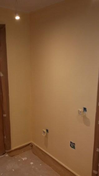 1 mano de plastico sideral color marron en paredes (7)
